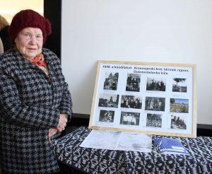 MAIMU PÕLDSAAR tõi Kehrasse stendi oma pere Siberi-fotodega.